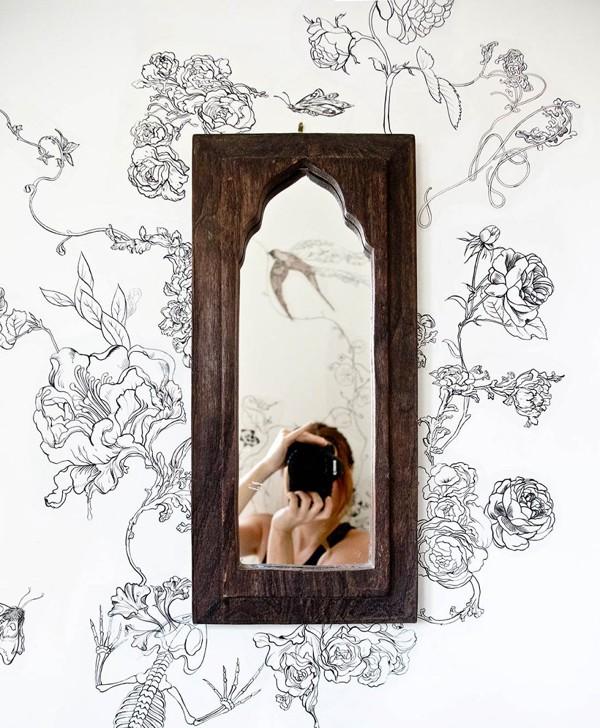 rospis-sten-svoimi-rukami-tsvety-pticy-03