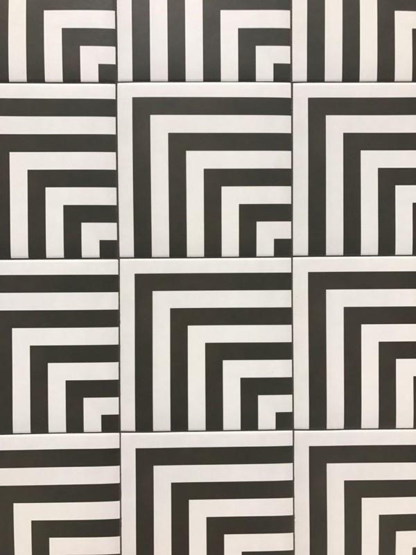 черно-белая кафльная плитка