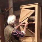 Самодельный шкаф с оригинальной дверцей