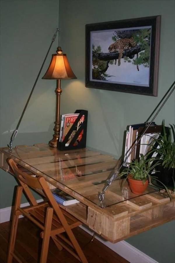 idee-samodelnyi-stol-palette-suspendu-mural-planche-verre